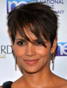 Halle Berry 3 black celebrity hairstyles 36 229x300